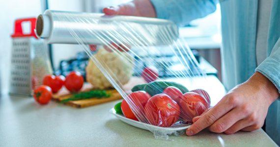 Пищевая плёнка. для чего она надо и как правильно её использовать